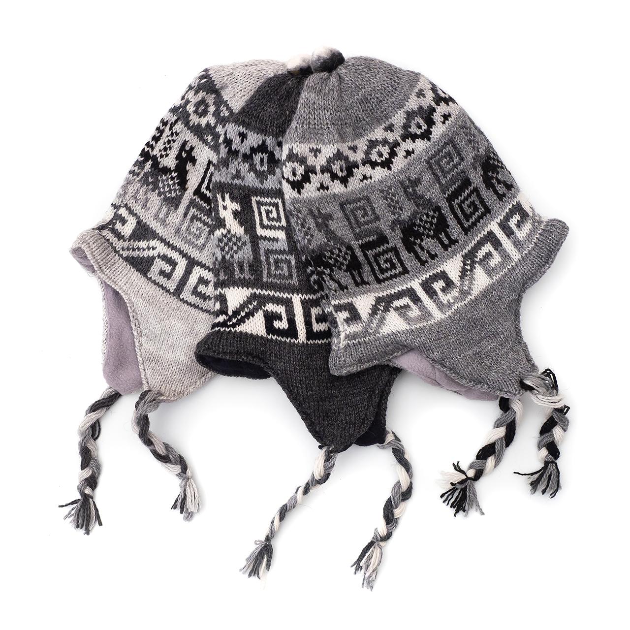 снимка на Зимна шапка Chullo в сивата гама.