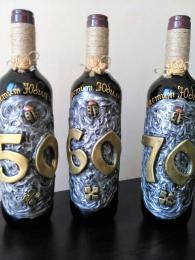 снимка на Бутилки с вино за юбилей , или  г.