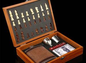 Подаръчен комплект за мъж - шах с карти