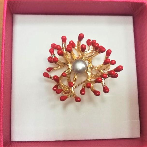 Брошка корал естествена перла