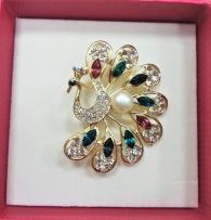 Брошка с естествена перла - паун