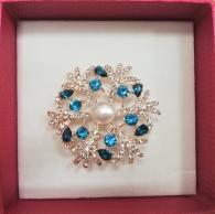 снимка на Брошка цвете с перла