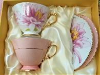 снимка на Розови чаши в комплект за чай и кафе