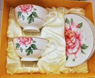 снимка на Чаши с чинийки с рози в комплект  костен порцелан