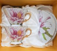 снимка на Комплект чаши с цветя