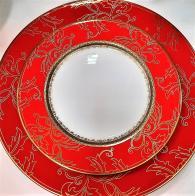 снимка на Червени чинии от костен порцелан