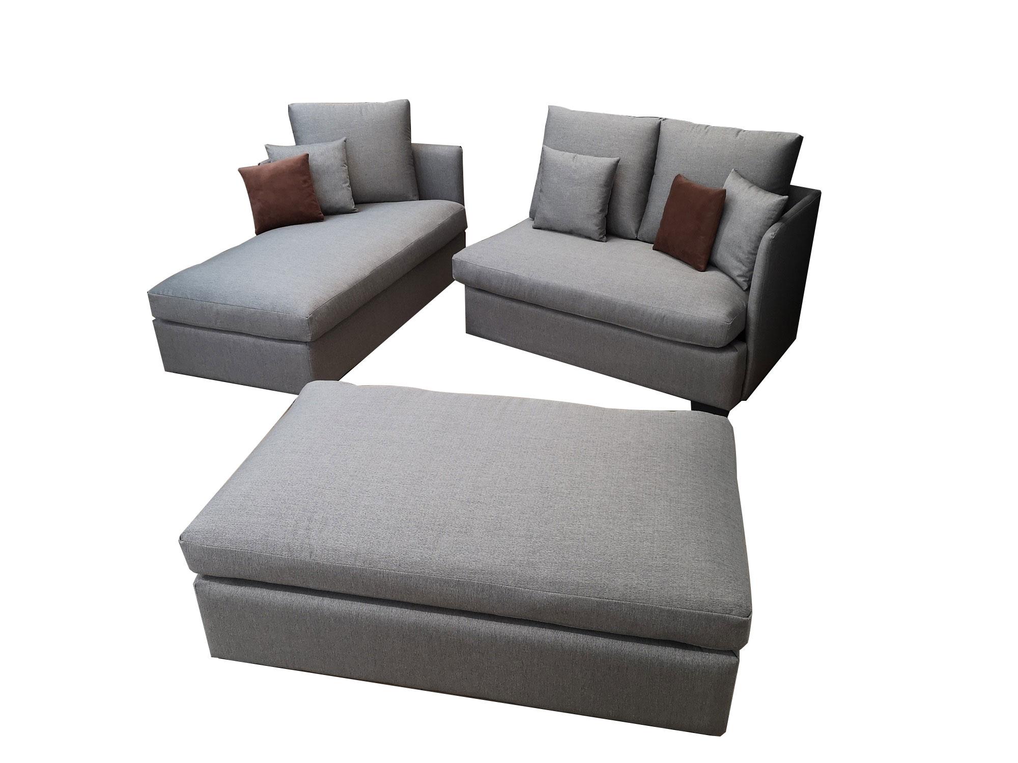 Ъглов диван в сиво с табуретка за функция сън 1502