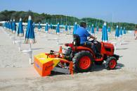 снимка на Машина прикачна за почистване на плаж Керниа