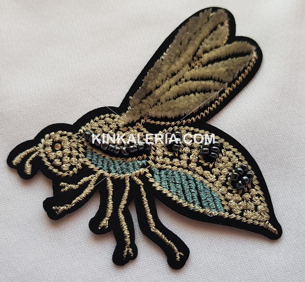 Дизайнерска текстилна апликация -  муха