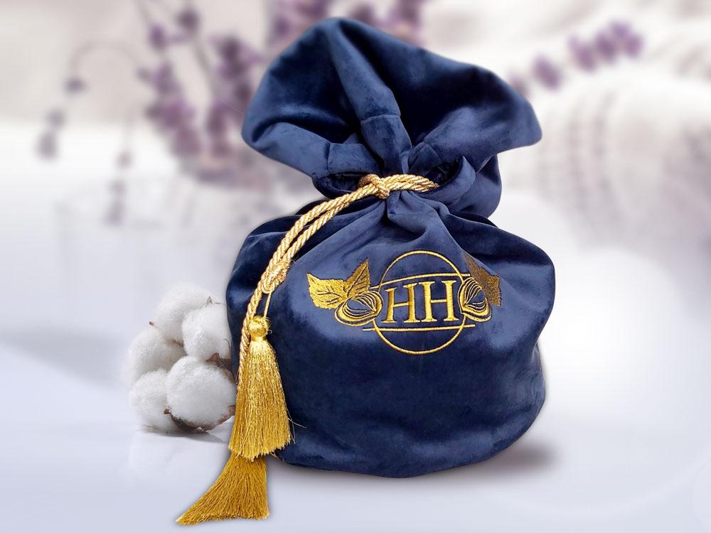 снимка на Бродирано лого HH от HRS Collections